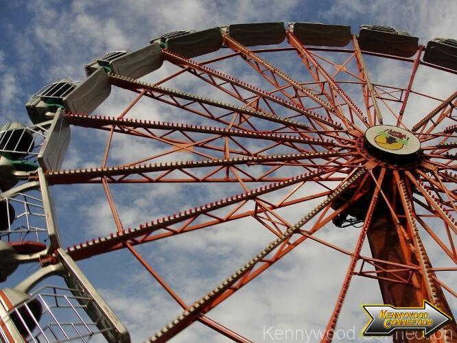 Once It Achieves A Great Enough Speed The Ride Is Lifted To 90 Degree Angle While Taking Riders Upside Down Must Be At Least 54 Tall